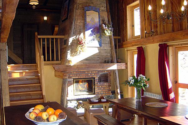 gite salle manger chalet ours blanc. Black Bedroom Furniture Sets. Home Design Ideas